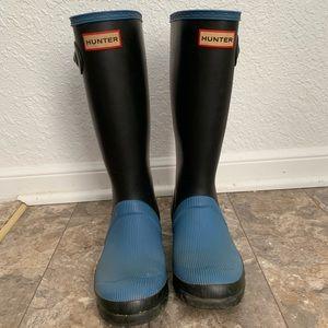 Hunter rain boots black and blue